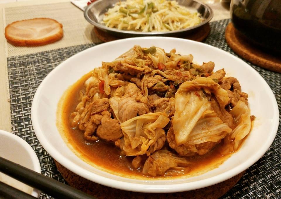 【食記】乾鍋手撕包菜與青椒土豆絲   下廚   像海浪般襲來的青椒味